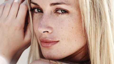 The model was born in Cape Town and grew up in Port Elizabeth. She later moved to Johannesburg, where she worked for various companies, including Toyota and cosmetics maker Avon.