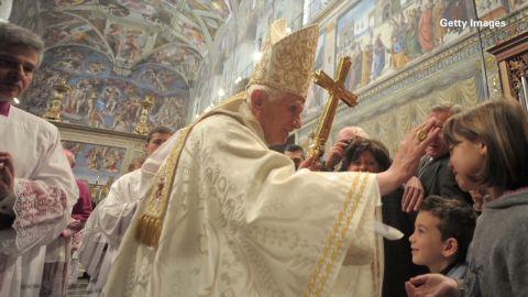 pkg.orig.cnn.explains.papal.succession.eitm_00000108.jpg