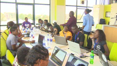 Elbagir Pkg - Kenya Digital Elections_00010715.jpg