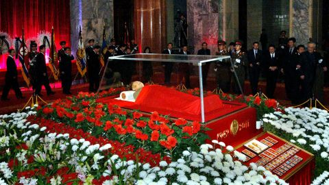 The body of late North Korean leader Kim Jong-Il lies in state at the Kumsusan Memorial Palace.