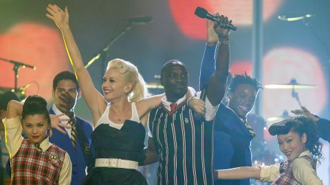 Gwen Stefani and Akon perform onstage during the 20th Annual Kid's Choice Awards in March 2007 in Westwood, California.