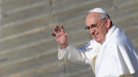 Image #: 21667503    epa03631101 Pope Francis waves to the crowd during his inauguration mass in St. Peter's Square, Vatican City, 19 March 2013. Hundreds of thousands of faithful, as well as political and religious dignitaries from all over the world, were expected to attend the inauguration mass of Pope Francis.  EPA/ETTORE FERRARI /LANDOV