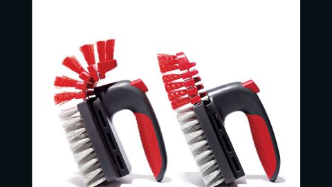 Whatever the shape and contours of your tub or shower, this Rubbermaid brush can get right in there. A button lets you slide between flat or flexed mode.