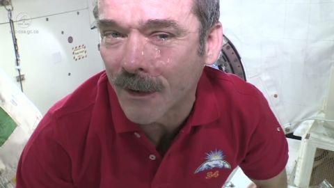 sot hadfield tears in space_00004712.jpg