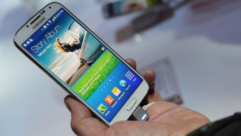 Users of Android phones such as Samsung's Galaxy S4 spend less time on their devices than iPhone owners, a study says.