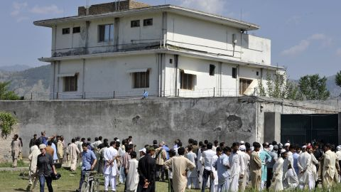 Pakistani media and residents gather outside the bin Laden hideout on May 3, 2011.