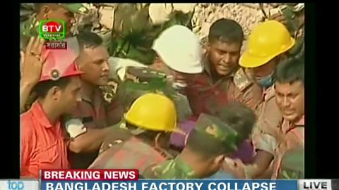 point bangladesh factory collapse woman rescued_00001317.jpg