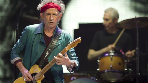 """Rolling Stones guitarist Keith Richards apparently  has a <a href=""""http://www.nytimes.com/2010/10/24/arts/music/24richards.html"""" target=""""_blank"""" target=""""_blank"""">jones for comfort food</a>. He reportedly eats his favorite, shepherd's pie, frequently while touring and refuses to let anyone else break the crust before he gets a share. Stereophonics drummer Stuart Cable <a href=""""http://www.gibson.com/News-Lifestyle/Features/en-us/10-Things-You-May-Not-Know-About-Keith-Richards.aspx"""" target=""""_blank"""" target=""""_blank"""">wrote in his memoir</a> about learning this lesson backstage from Mick Jagger after dishing up a heaping helping of pie."""