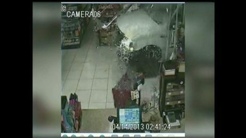 pkg thieves smash store steal atm_00000429.jpg