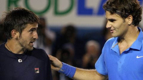 Roger Federer played at the Australian Open in 2008 not knowing he had mono. At the height of his powers, he surprisingly needed 4.5 hours to beat Janko Tipsarevic in the third round.