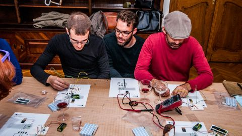 Bare Conductive's Matt Johnson travelled to Budapest Design Week and ran a workshop with University students at the Bloodmountain Foundation.