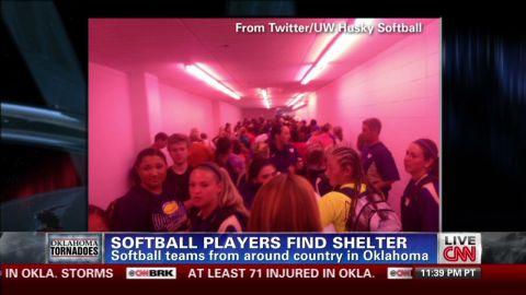 softball.players.find.shelter.wrigley.bpr_00025114.jpg