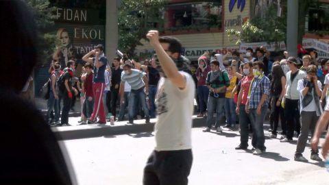 pkg walsh turkey ankara protests_00002308.jpg