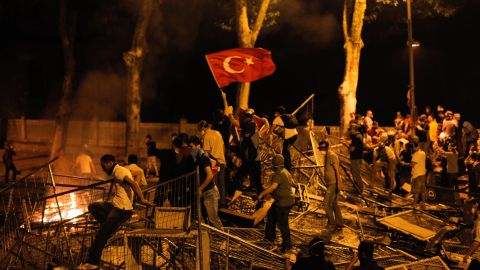 Protestors clash with riot police between Taksim and Besiktas in Istanbul, on June 1, 2013, during a demonstration against the demolition of the park.