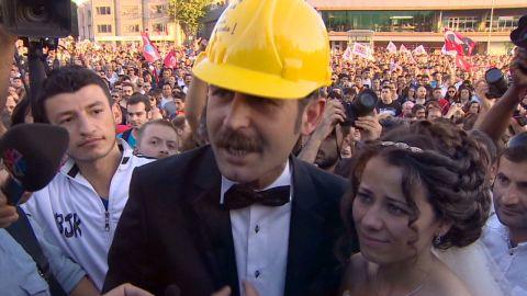 penhaul turkey tear gas wedding_00002828.jpg