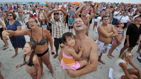 Wallenda wows beachgoers in Atlantic City in August 2012.