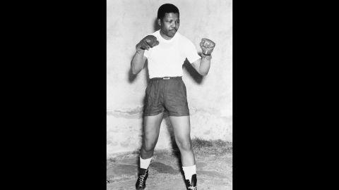 Mandela poses in boxing gloves in 1952.