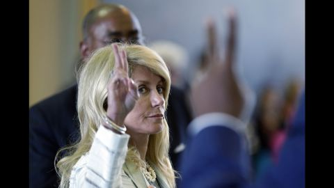 Davis holds up her hand signaling her vote against a motion to call for a rules violation during her filibuster.