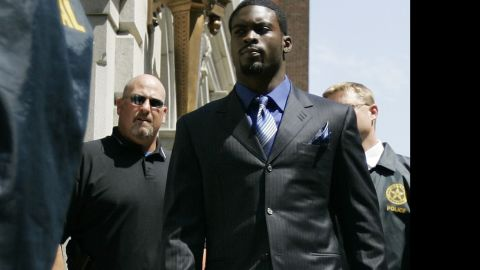"""NFL quarterback<a href=""""http://www.cnn.com/2013/06/24/us/michael-vick-fast-facts/index.html"""" target=""""_blank""""> Michael Vick</a> worked with Smith after he was charged in a federal case involving a dogfighting ring in 2007."""
