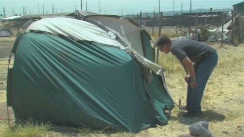 dnt man helps homeless stay cool_00004503.jpg