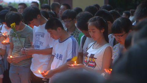 mckenzie pkg china asiana victim vigil_00002330.jpg