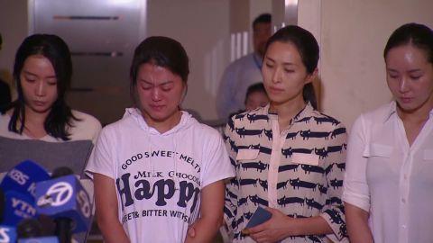 vo asiana crew emotional photo op_00001828.jpg