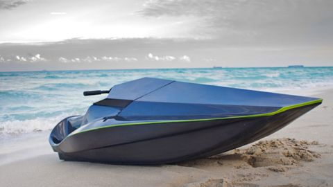 Yes, it's another zero-emission skier! Green Samba is a lightweight vessel that will nip around the sea in near silence.