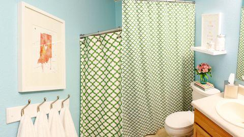 "<a href=""http://ireport.cnn.com/docs/DOC-1019616"">Chelsea McDonnough's </a>budget-friendly <a href=""http://www.twotwentyone.net/"" target=""_blank"" target=""_blank"">guest bathroom</a>."