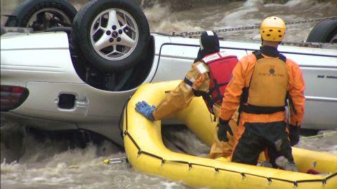 vo colorado car rescue in creek_00001217.jpg