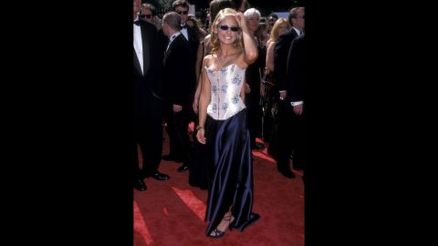 """""""Buffy the Vampire Slayer"""" star Sarah Michelle Gellar channeled some of her character's California cool on the red carpet of the 1998 Emmys."""