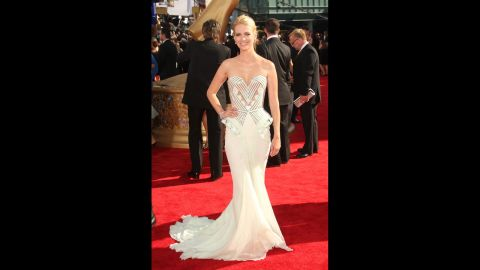 """""""Mad Men"""" actress January Jones did an updated take on old Hollywood glamour at the 2009 Emmy Awards."""