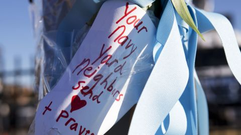 A handwritten note is taped to a post across the street from the Washington Navy Yard on September 18.