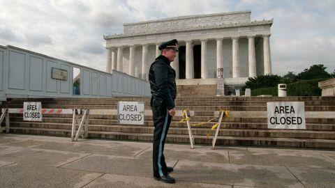 A Park Service police officer stands guard in front of the Lincoln Memorial during a partial shutdown of the federal government on November 15, 1995.