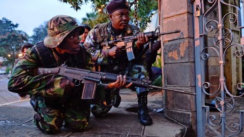 Kenyan soldiers take cover after heavy gunfire near Westgate mall in Nairobi on September 23, 2013.