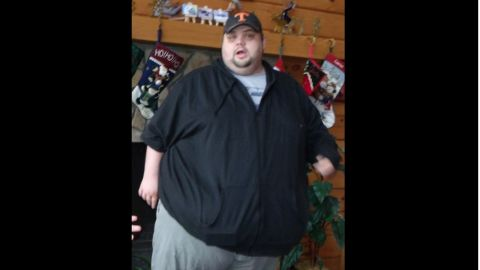 """A medical scare made Justin realize that losing weight was a """"life or death situation."""" At his peak weight in February 2012, Justin weighed 592 pounds. Knowing how dangerous it was to be so heavy helped him stay motivated to make healthy choices until the habits to become second nature."""