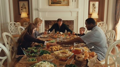 """Lily Collins, Bullock, Tim McGraw, Jae Head and Quinton Aaron say grace in a scene from """"The Blind Side."""""""