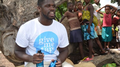 """<a href=""""http://edition.cnn.com/2013/10/08/world/africa/how-free-water-africa-givemetap/"""" target=""""_blank"""">Edwin Broni-Mensah</a> wanted a six pack and embarked on an intensive fitness regime to achieve his dream. While trying to get fit and stay hydrated, he found he was being encouraged to buy plastic bottles of water. Seeing an opportunity, he set up GiveMeTap -- a sustainable water scheme where people purchase reusable water bottles and refill them using a UK-based network of cafes and restaurants. Profits from the sale of GiveMeTap water bottles help build water projects Ghana, where his parents are from."""