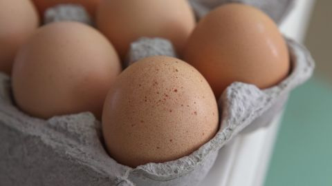 Eggs contain a nutrient called choline. Researchers believe it turns off the genes for visceral fat gain. Athletes often use it for bodybuilding and delaying fatigue in endurance sports, Zinczenko says.