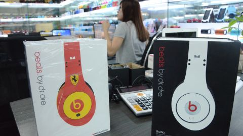 For bigger quantities of fake headphones you negotiate wholesale prices with the factories' sales executives. Occasionally, they even offer factory visits.