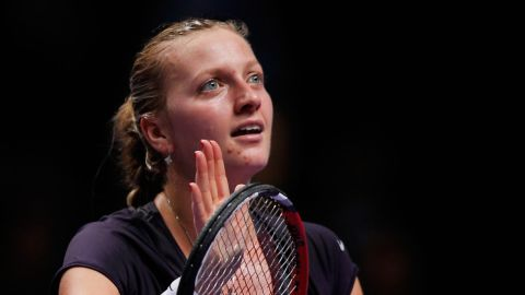 Li will next face 2011 champion Petra Kvitova, who came from behind to beat Germany's Angelique Kerber in three sets to secure second place in the Red Group behind Serena Williams.