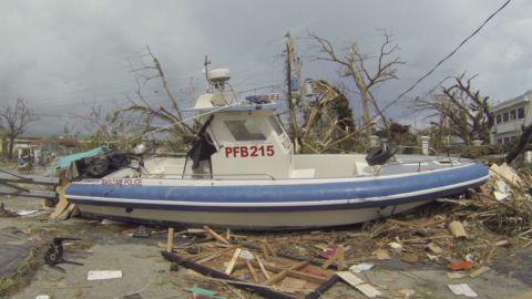 natpkg philippines typhoon storm chaser_00012205.jpg