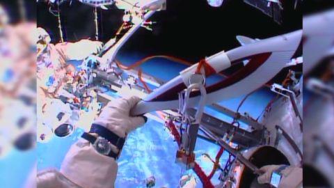 vo olympic torch spacewalk_00004401.jpg