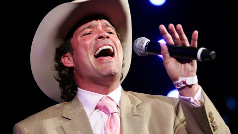 """It has been more than 15 years since musician Clay Walker was diagnosed with multiple sclerosis. He says he's learned to <a href=""""http://www.cnn.com/2013/02/07/health/human-factor-walker/"""">manage his condition</a> by eating a healthy diet, exercising and taking his medication."""