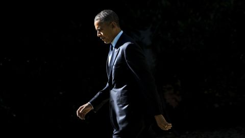 US President Barack Obama walks from the West Wing to Marine One on the South Lawn of the White House October 25, 2013 in Washington, DC. Obama is traveling to New York to talk about education at a school in Brooklyn and attend fund raisers. AFP PHOTO/Brendan SMIALOWSKI (Photo credit should read BRENDAN SMIALOWSKI/AFP/Getty Images)