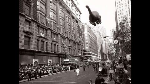 <strong>Sinclair Oil dinosaur (1963):</strong> The Sinclair Oil mascot looks as though it is diving toward the crowd during its debut in 1963.