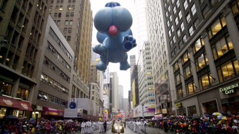 """<strong>Blue (1999):</strong> The dog from the animated show """"Blue's Clues"""" floats high above the parade."""