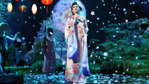 """Katy Perry opens the show in full kimono on an Asian-inspired set for her song """"Unconditionally."""""""