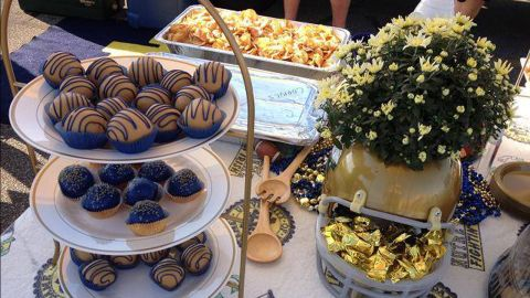 Wolnitzek uses blue and gold servingware -- and food! -- to create a fan-friendly ambiance at his tailgate.