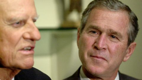 Presidential candidate George W. Bush meets with Graham in Jacksonville, Florida, in 2000. Years earlier, Bush said, a conversation with Graham had helped lead him to give up drinking.