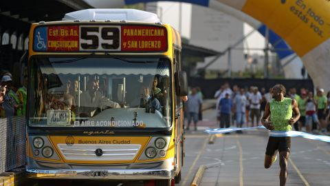 Six-time Olympic gold medalist Usain Bolt races a No. 59 bus in Argentina's capital city, Buenos Aires -- and wins.